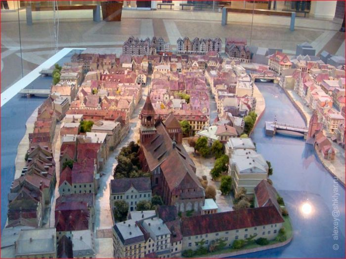 Model of island of Kneiphof. By own photography - Stadtmuseum Kaliningrad, CC BY-SA 3.0, https://commons.wikimedia.org/w/index